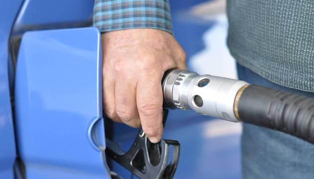 Las gasolineras automáticas llevarán a Bruselas la ley foral que les exige personal