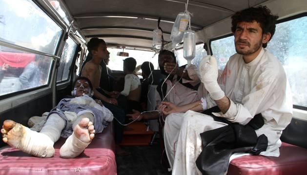 Al menos 50 muertos al explotar un camión cisterna en Afganistán
