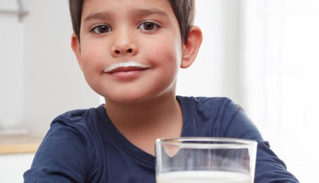 #NingúnNiñoSinBigote, en busca de los dos millones de litros de leche