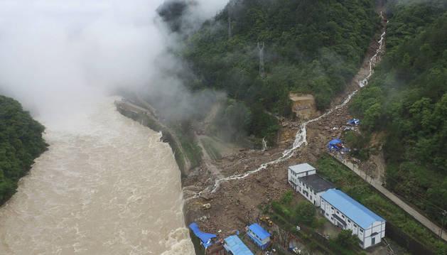 Vista aérea del corrimiento de tierras, en el condado de Taining.