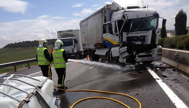 Un herido grave en un accidente entre dos camiones a la altura de Tudela