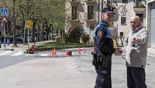La Policía Municipal, durante la reciente reordenación del tráfico en el barrio de San Miguel de Estella.