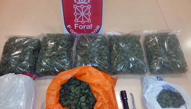 Bolas de marihuana incautadas.