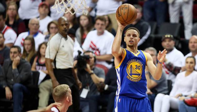 Curry, contra los Trail Blazers de Portland.
