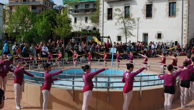 Aoiz celebra el Día Internacional de la Danza