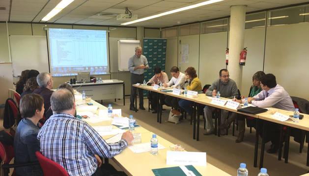Asistentes a la jornada sobre absentismo organizada por APD en AIN