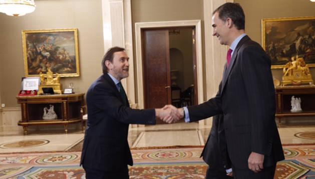 El Rey saluda Luis Colina Lorda, director general del Grupo La Información.