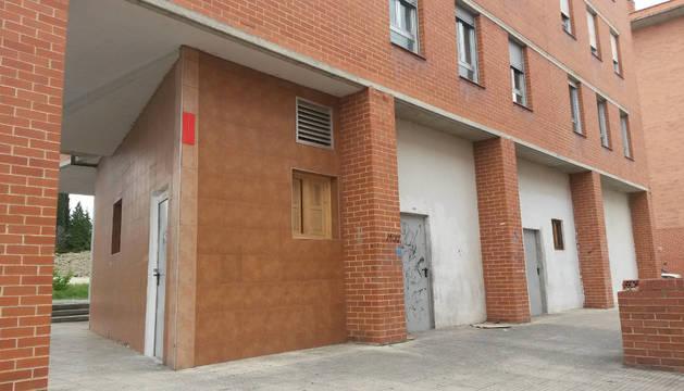 Las tres bajeras se encuentran en la planta baja del edificio de la calle Las Aguas 2 de Mendillorri.