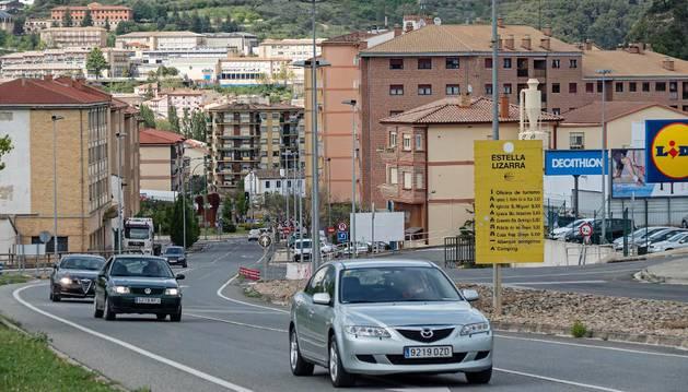 Cruce de Sabeco con la actual regulación que se sustituirá por una rotonda después de descartarse sucesivas alternativas en una imagen de ayer por la tarde.