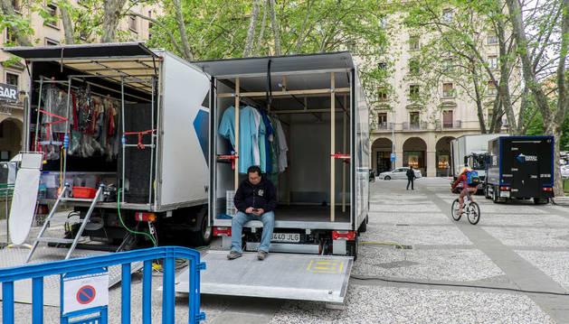 El equipo de producción ha reservado la plaza para aparcar durante el día de ayer y hoy.
