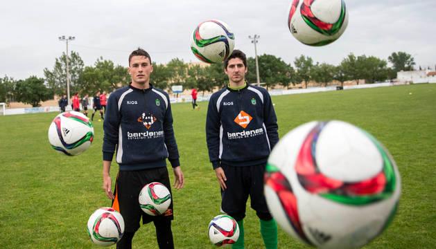 De izquierda a derecha, Álex Medrano García y Aníbal Izquierdo Martínez, máximos goleadores del CD Lourdes de Autonómica.