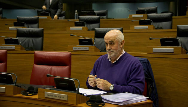 El consejero Mendoza, en el Parlamento.