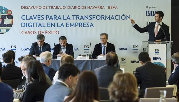 Más de un centenar de personas asistió al desayuno de trabajo organizado por Diario de Navarra y BBVA, bajo el título 'Claves para la transformación digital en la empresa', que contó con la intervención de Carlos Fernández Guerra.