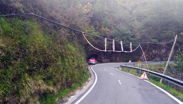 Cortada para camiones la NA-4150 en Goizueta por la caída de un cable