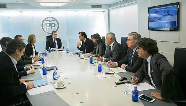 Rajoy preside la Junta Directiva del PP que ratificará las coaliciones ante el 26-J