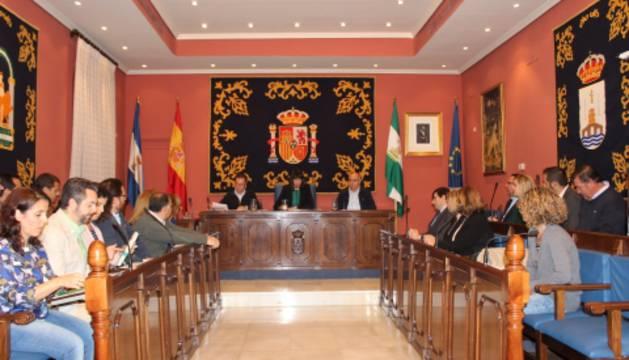 Alcalá de Guadaíra prohíbe que las concejalas lleven pantalón al Pleno