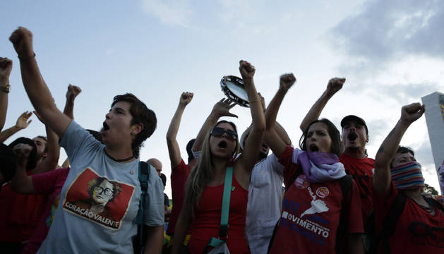 América, entre el temor y la indignación por la suspensión de Rousseff