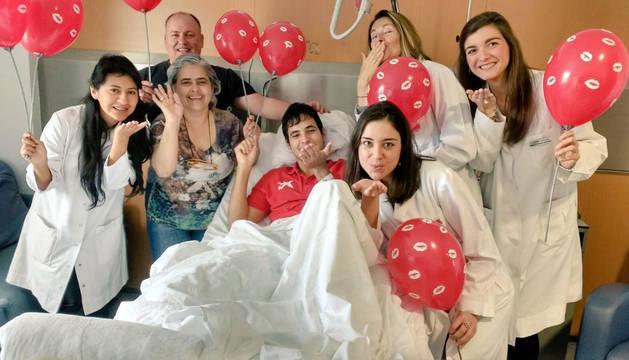 Profesionales de la CUN se han unido a la campaña nacional 'Te lanzo un beso'.