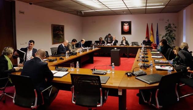 Instan al Gobierno de Navarra a mantener las dos líneas del PAI en Ermitagaña
