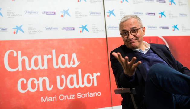 El periodista Javier Sarda participa en el ciclo Charlas con Valor.