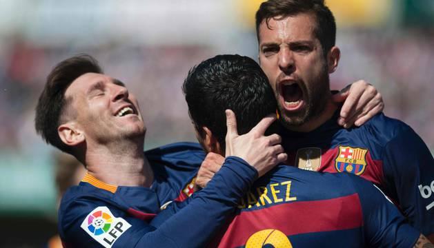 Messi, Luis Suárez y Jordi Alba celebran uno de los goles.
