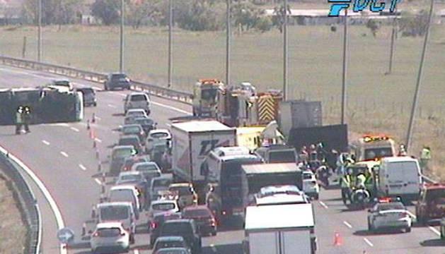 Imagen de la DGT del camión accidentado.