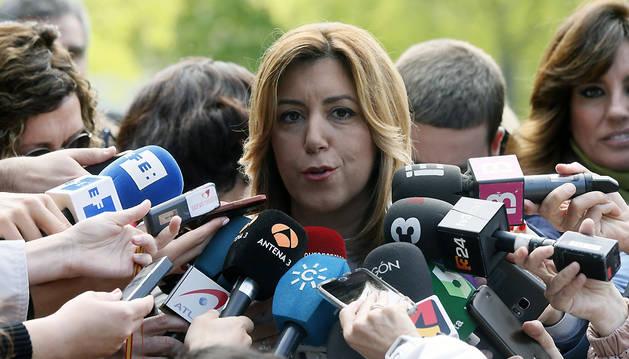 La presidenta de la Junta de Andalucía, Susana Díaz, atiende a los medios a su llegada a la reunión del Comité Federal del PSOE.