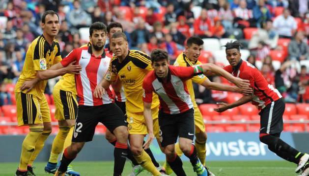 Imagen del partido Bilbao Athletic-Osasuna.