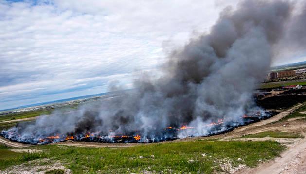 Los bomberos siguen haciendo un enfriamiento del incendio de Seseña