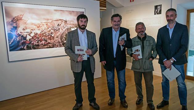 Desde la izquierda, Jabi Soto, Valentin  Gómez, José María Tuduri y Jordi Bru, autores de las fotografías.