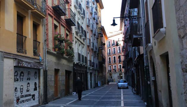 Calle Calderería de Pamplona, donde se colocará una placa en homenaje a José Luis Cano.