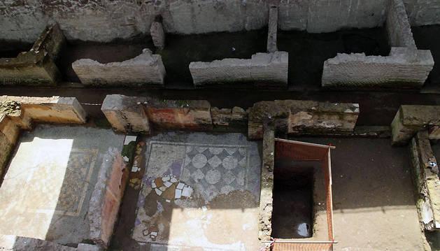 Vista de las ruinas romanas descubiertas durante las obras de una nueva línea del metro en Roma.