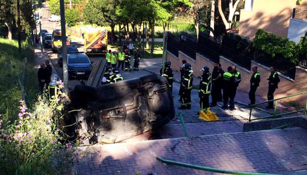 Muere una joven de 23 años tras caer en coche por unas escaleras en Madrid