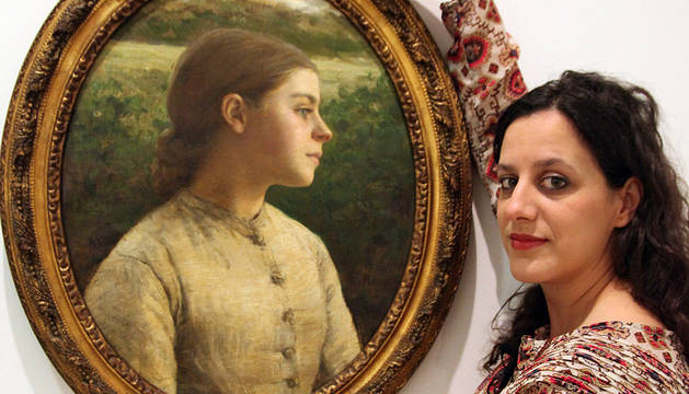 Izaskun Gamen, posando con 'Retrato melancólico de Lizzie'.
