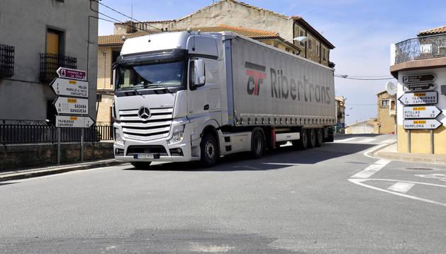 Municipios del Valle del Aragón piden la mejora de la carretera de acceso