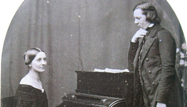 Clara Schumann, la pianista más destacada de su generación (en la foto, con su marido Robert), terminó con dolores en su brazo.