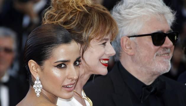 Los actores españoles Michelle Jenner, Daniel Grao, Adriana Ugarte, el director español Pedro Almodóvar y las actrices Emma Suárez e Inma Cuesta.