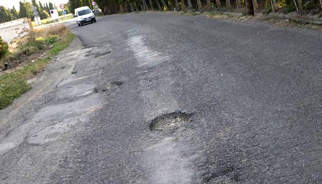 Baches en la carretera del Instituto Benjamin de Tudela hacia la A-68