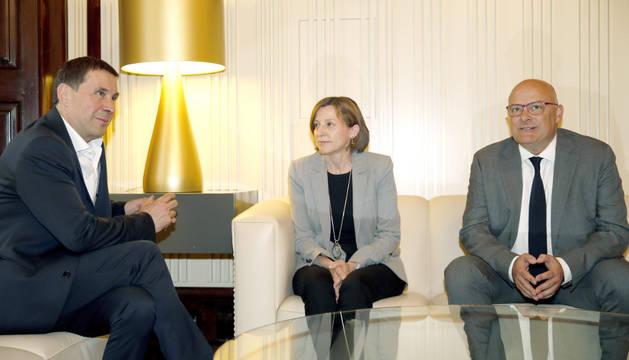 Otegi se reúne con la presidenta del Parlament, Carme Forcadell y el vicepresidente Corominas.