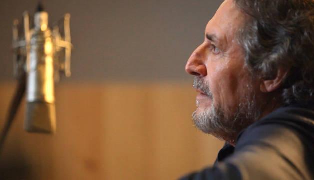 Miguel Ríos, durante la grabación de la sintonía de 'Cuéntame cómo pasó'.