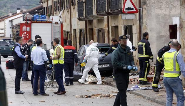 Se ha estrellado en el centro de la localidad, con al menos dos fallecidos que viajaban en la avioneta
