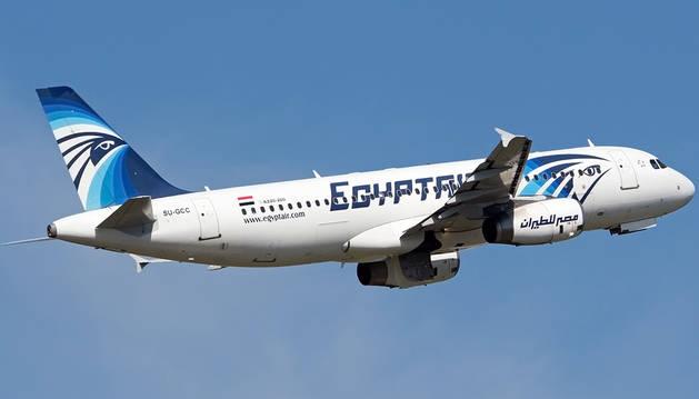 Imagen tomada el 8 de mayo de un Airbus A 320-200 de la aerolínea EgyptAir.