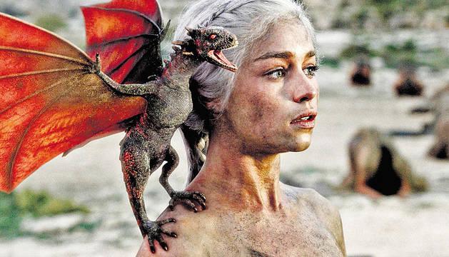 La khaleesi Daenerys Targaryen de Juego de Tronos.