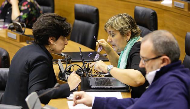 María Solana (Geroa Bai), Marisa de Simón y José Miguel Nuin I-E).