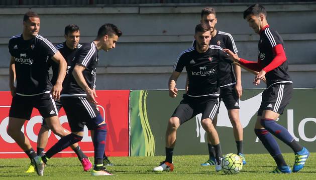 Oier, Merino y Berenguer, durante un ejercicio en Tajonar.