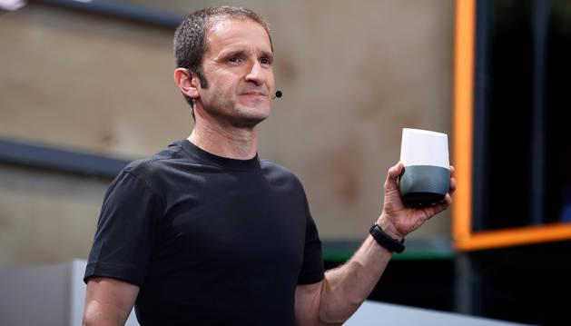 Mario Queiroz presenta Google Home.