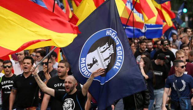 Cientos de personas acuden a la manifestación del Hogar Social Madrid.
