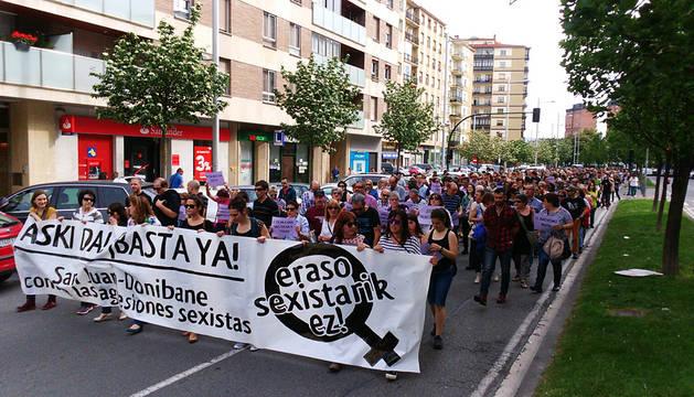 La marcha, recorrendo las calles del barrio de San Juán.