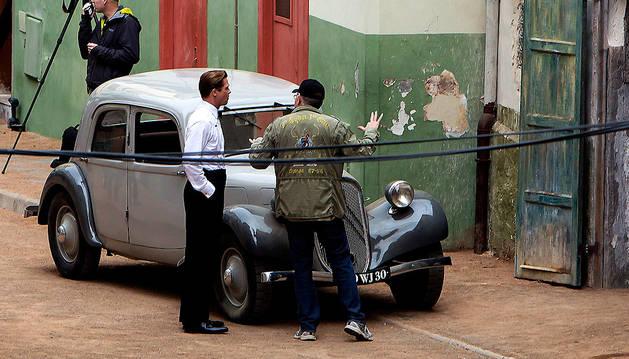 El director estadounidense Robert Zemeckis (d) y Brad Pitt, durante el rodaje.