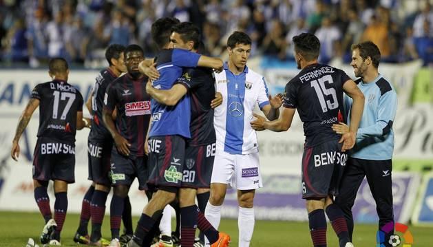 Los jugadores del Huesca celebran su victoria contra el Leganés.